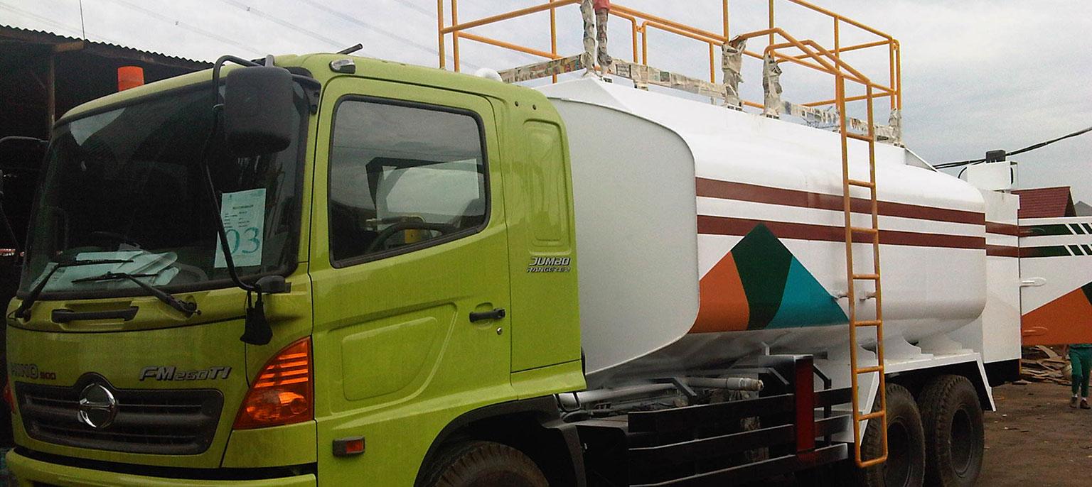 slide-green-truck